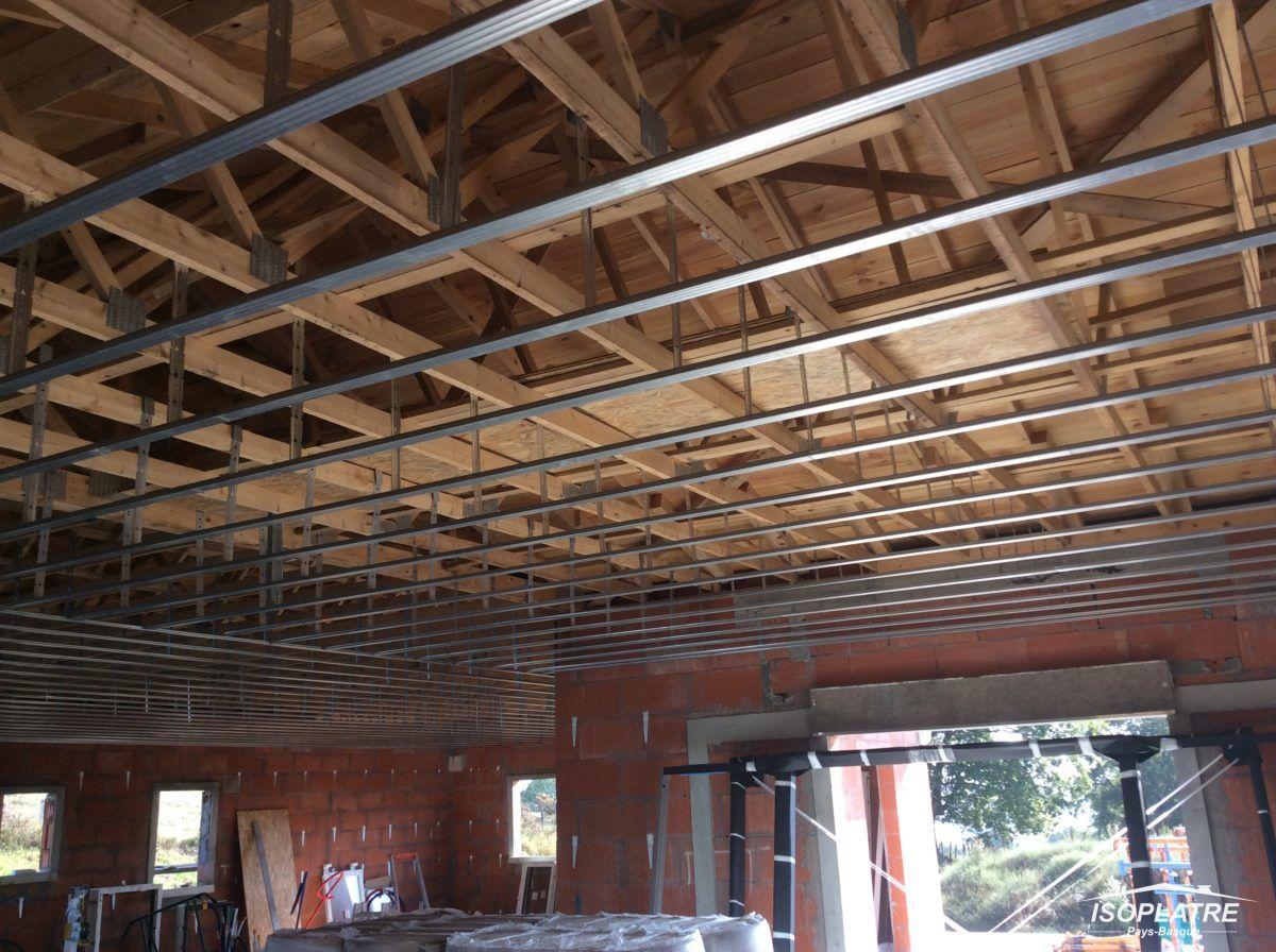 plafonds suspendus faux plafonds ou plafonnettes en brique. Black Bedroom Furniture Sets. Home Design Ideas